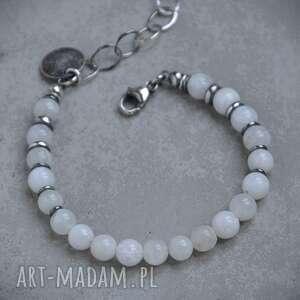 handmade kamień księżycowy. Subtelna srebrna bransoletka z kuleczek