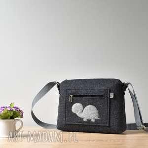 Mała grafitowa antracytowa filcowa torebka z żółwiem na ramię