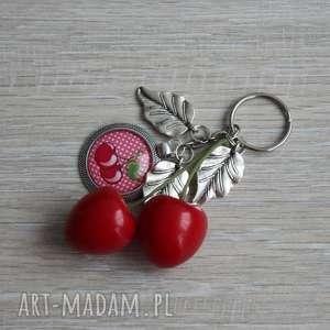 Prezent Czerwony brelok wisieńki , breloczek, wisieńki, liście, długi, owoce, prezent