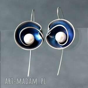 wiszące kolczyki srebrne z perłą naturalną, niebieskie srebrne, tęczowa