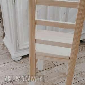 wnetrze z gustem krzesełko dziecięce, drewniane krzesełko, meble dziecięce