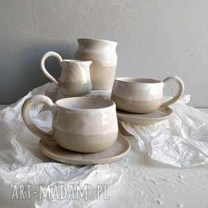handmade ceramika zestaw składający się z dwóch filiżanek ze spodkami, dzbanuszka