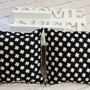 ręcznie zrobione poduszki komplet poduszek dekoracyjnych wzór koniczynka black&white