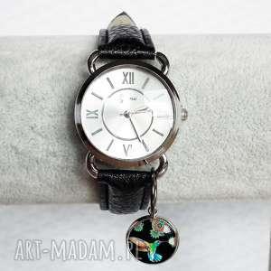 zegarki modny zegarek damski z zawieszką kolorowy koliberek, na-pasku, skórzany, ptak