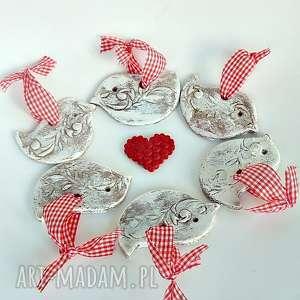 handmade upominek na święta ptaszki z czerwono-białą wstążeczką z kolekcji weihnachten. Zawieszki choinkowe-dekoracja świąteczna