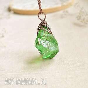 Green net - naszyjnik z kryształem w zielonej barwie naszyjniki