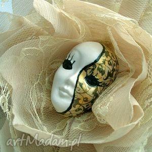 Broszka z kolekcji masquerade - królowa balu broszki samantha