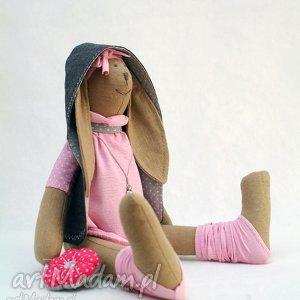 Śpiąca króliczka z podusią - królik