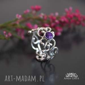 ametyst w srebrnej koronce, ametyst, pierścionek, srebrny, wirewrapping