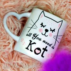 Prezent Kubek All You need is Kot z Serduszkiem, kot, personalizacja, serduszko