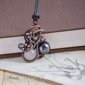 naszyjniki kontrast - naszyjnik z wisiorem, naszyjnik-z-wisiorem, wisior, biżuteria