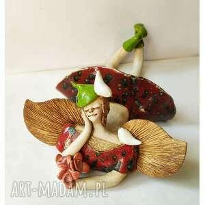 ceramika anioł leżący z ptaszkami i bukiecikiem, ceramika, anioł, ptaki, róże