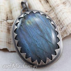 Niebieski labradoryt w srebrnych zębach - wisior, labradoryt, srebro, wisior