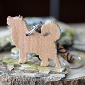 breloki brelok alaskan malamute - z drewna i korka flowerby, do kluczy