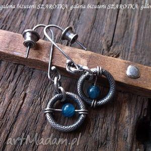 z niebieskim oczkiem kolczyki apatytów i srebra, apatyt, srebro, oksydowane, koła