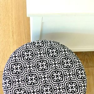 Stołek Fjerne M ( czarne maroco) , stołek, puf, dekoracja, ozdoba, krzesło, taboret
