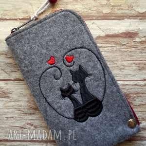 filcowe etui na telefon - zakochane koty, smartfon, pokrowiec, haft, kot