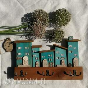 wieszak z domkami w odcieniach turkusu no 1, dom domek, drewniany