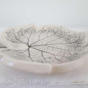 ceramika mały talerzyk listek, fusetka, ceramiczny, roślinna, ceramika, naturalny, na