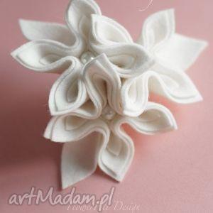 white broszka - broszka, kwiaty