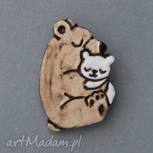 handmade pomysł na prezent pod choinkę misiolki-broszka ceramiczna