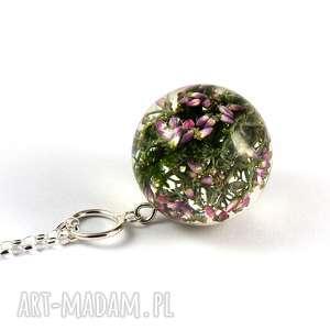Naszyjnik z mchem i wrzosem, srebrny łańcuszek, żywica, srebro, natura, kwiaty, las