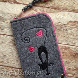 filcowe etui na telefon - czarny kot, etui, haft, serca, prezent, smartfon