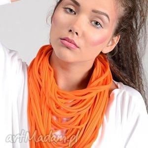 naszyjnik dzianinowy - pomarańcz - kobiecy, modny, uniwersalny