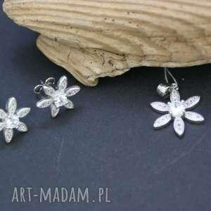 srebrny komplet kolczyki i zawieszka, komplet, srebrny, kwiatki, cyrkonie,