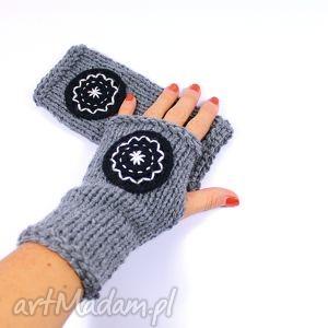 hand-made rękawiczki mitenki szare z kołem