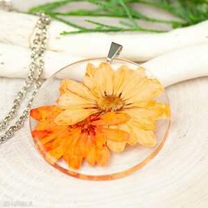 naszyjnik z suszonymi kwiatami w żywicy z260, biżuteria żywicy, wisior