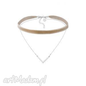 hand-made naszyjniki beżowy aksamitny choker z łańcuszkiem i zawieszką