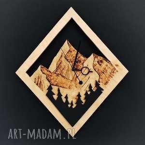 Drewniany zegar ścienny Las na tle gór , góry, natura, etno, las, drewno