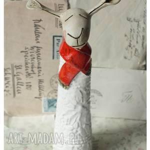 ręcznie zrobione ceramika owca w czerwonym szaliczku większa