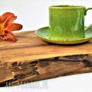 ręcznie lepiona filiżanka ze spodeczkiem z fakturą liści, ceramika
