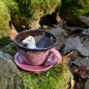 ceramiczna filiżanka z figurką konia - różowa na prezent oryginalna 310 ml