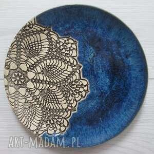 Granatowa patera z koronką ceramika ana z-koronką, koronkowy