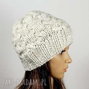 RekaProduction, czapka ecruos warkoczos zima głowa, warkocz