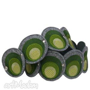 pasek z haftowanych elementów w odcieniach zieleni - pas, pasek, haft, filc
