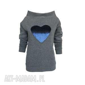bluza dresowa z dekoltem w łódkę cekinowym sercem, bluzadamska, bluzadresowa