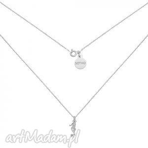 srebrny naszyjnik z konikiem morskim sotho summer, modny