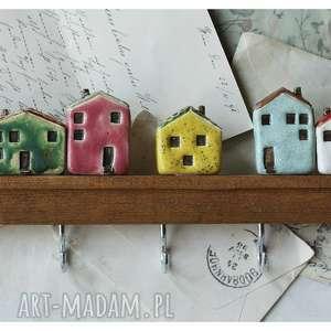 wieszaki wieszak z kolorowymi domkami, ceramika, drewno, wieszak