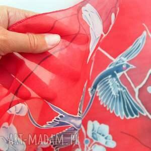 chustki i apaszki czerwony szal jedwabny malowany, jaskółki sza