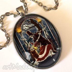 hand-made naszyjniki taniec szkieletów - owalny medalion z łańcuszkiem