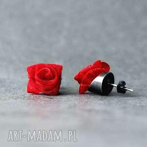 srebrne kolczyki wkrętki różyczki czerwone, sztyfty