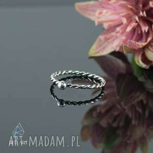 srebrny pierścionek pleciony z kuleczką, pierścionek
