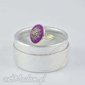 oryginalny romantyczny pierścionek w kolorze fioletu - 2404