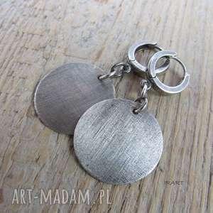 Satynowe koła - kolczyki irart srebrne, ze srebra, oksydowane