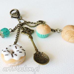 Słodki brelok z muffinką breloki kazik mazur muffinka, pączek