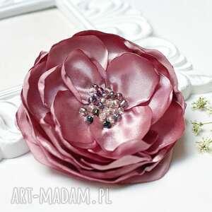 elegancka broszka przypinka kwiatek w kolorze pudrowego różu, broszka